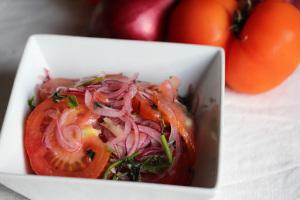 Ecuador and Curtido de cebolla con tomate