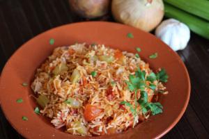 Iraqi pink rice