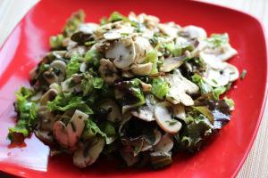 Moldova and Salata cu ciuperci proaspete cu patrunjel (champignon salad)