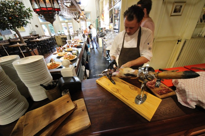 Cutting Jamón Ibérico