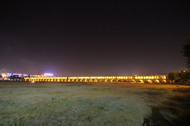 Si-o-seh-pol at night